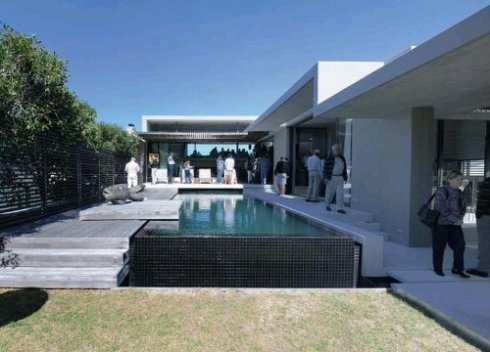 The courtyard of the Hermanus property.